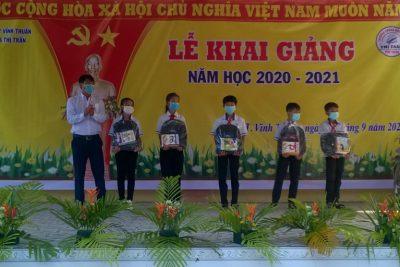 Quyết định tặng bằng khen của Chủ tịch UBND tỉnh Kiên Giang cho các đơn vị dẫn đầu năm học 2019-2020.