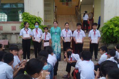 Khen thưởng Học sinh đạt thành tích trong Tuần học tốt chào mừng 20/11