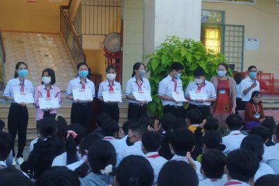 Khen thưởng Học sinh đạt thành tích trong hội thi HSG cấp huyện